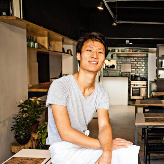 O chef Paulo Shin, do coreano moderno Komah