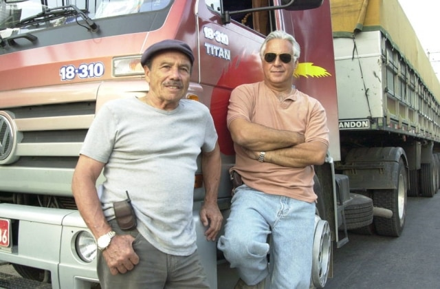 Bino (Stenio Garcia) e Pedro (Antonio Fagundes), durante as gravações da segunda versão de'Carga Pesada', que foi ao ar entre 2003 e 2007. A versão original do programa foi exibida entre 1979 e 1981.