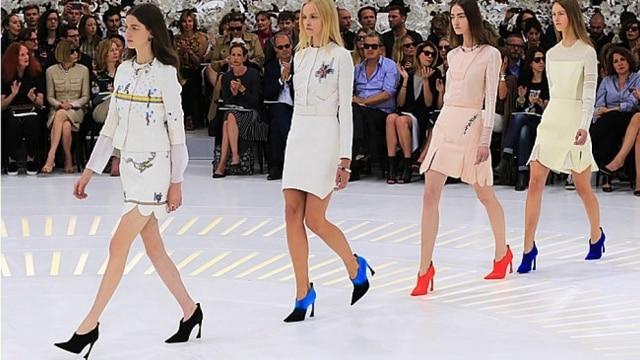 Enciclopédica. Uma boa palavra para definir a última aventura de Raf Simons para a Dior