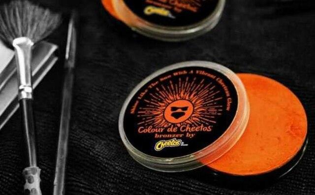 A Cheetos lançou um bronzeador da cor do salgadinho