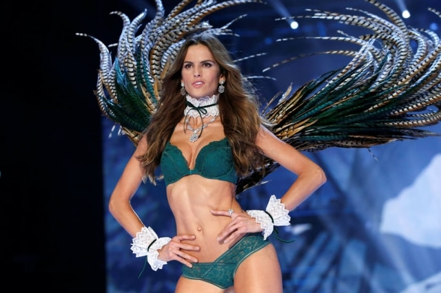 Izabel Goulart no Victoria's Secret Fashion Show de 2016