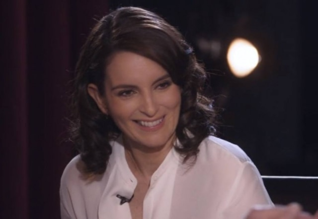A atriz, comediante e roteirista Tina Fey durante sua participação no 'My Next Guest Needs No Introduction With David Letterman', disponível na Netflix.