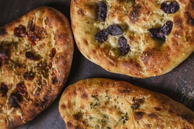 As receitas de pães e focaccias foram desenvolvidas pelo padeiro italiano Raffaele Mostaccioli.