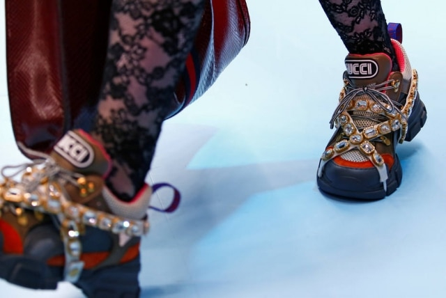 O 'daddy shoes' ganhou diamantes no desfile de inverno 2018 da Gucci