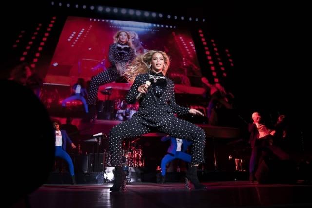 As músicas pop ficaram mais femininas e tristes nos últimos anos, mas são as mais animadas que fazem maior sucesso.