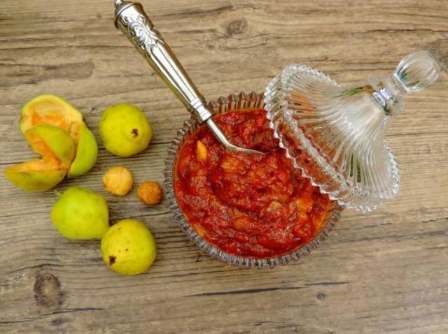 Molho agridoce picante de ubajaí ,para acompanhar carnes de panela, peixes fritos, frango assado ou legumes grelhados.