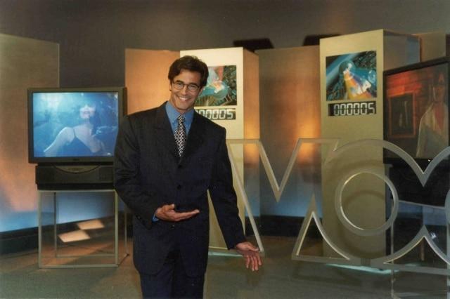 Luciano Szafir como apresentador do 'Você Decide' na reta final do programa, em agosto de 2000