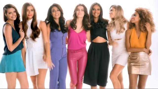 Valentina Sampaio (de vestido branco) agora faz parte de um grupo que reúne modelos e atrizes renomadas