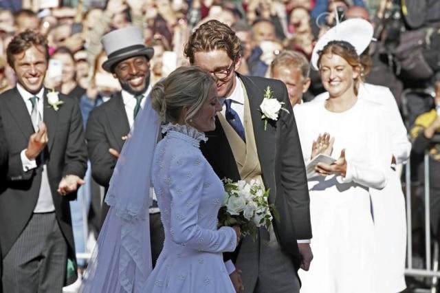 Ellie Gouldingse casou com o vendedor de arte Caspar Jopling, de 27 anos