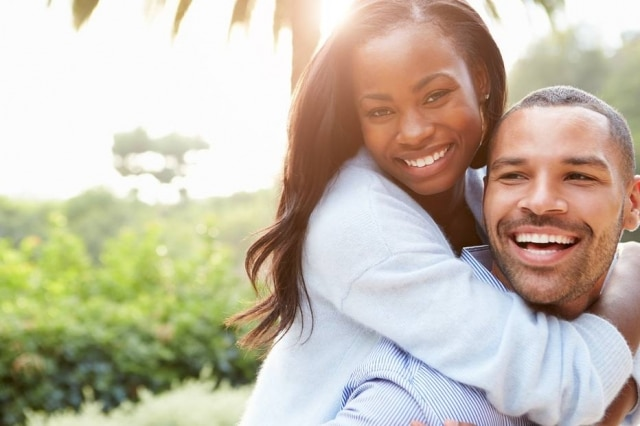O câncer de próstata apresenta incidência maior em homens negros em relação aos brancos; diagnóstico precoce ajuda a ter uma vida normal.