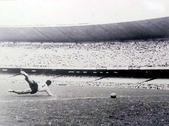 Quarta das quatro fotosdo gol de placa de Peléque estavamexpostas no Maracanã em 2001.