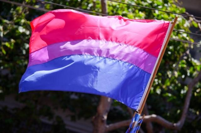 É comum que os bissexuais se sintam pouco representados dentro da comunidade LGBT
