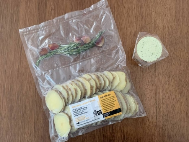 Delivery da Lanchonete da Cidade tem opção de batatas rústicas para fritar em casa.