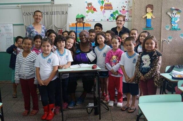 Dona Nena e seus colegas de classe.