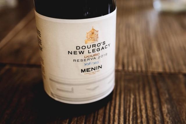 Douro's New Legacy Reserva 2018, primeiro rótulo da Menin Douro Estates a chegar no Brasil.