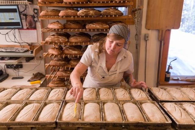 Blair Marvin, da Elmore Mountain Bread, batizou seu pão de forma integral de Redentor de Vermont, em homenagem a um tipo de trigo local