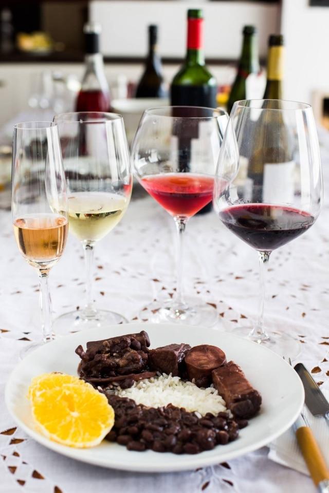 Qual vinho combina com essa receita tão brasileira? Testamos dez estilos diferentes