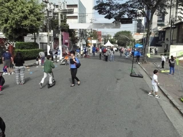Rua dos Pinheiros será fechada para carros