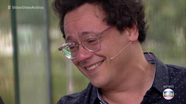 Danton Mello se emociona com homenagem de seu irmão, Selton Mello, no 'Vídeo Show'.