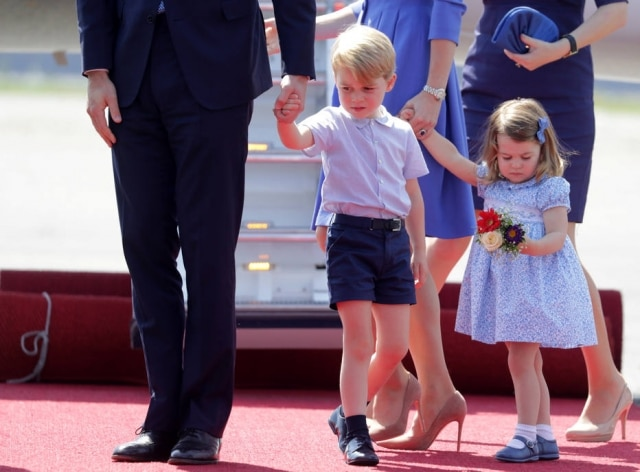 A rainha Elizabeth II revelou que a princesa Charlotte 'manda' no príncipe George, seu irmão mais velho