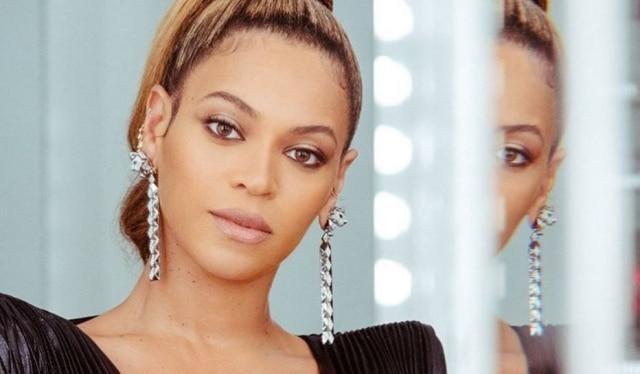A cantora usou um produto ainda não lançado da marca de maquiagem