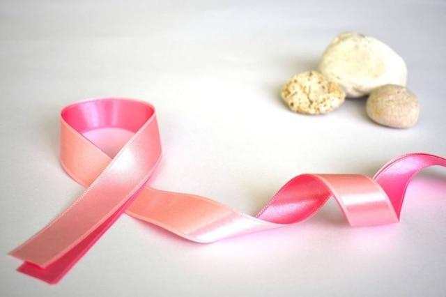 Outubro é o mês de conscientização sobre o câncer de mama.