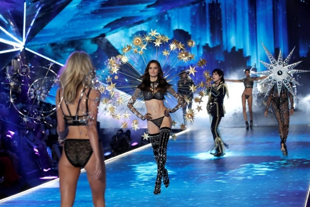 Barbara Fialho desfila no Victoria's Secret Fashion Show 2018