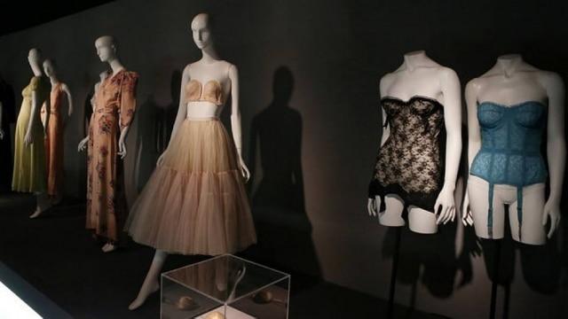 Lingeries dos anos 1950 no Fashion Institute Museum