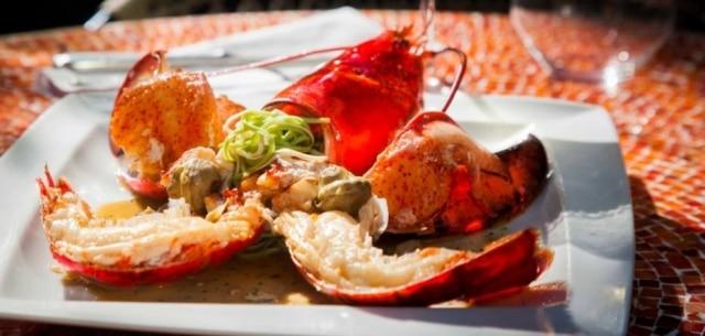 Prato do Cantaloup com lagosta, massa paglia e fieno e minialcachofras