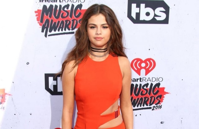 Selena Gomez no red carpet do iHeartRadio Music Awards