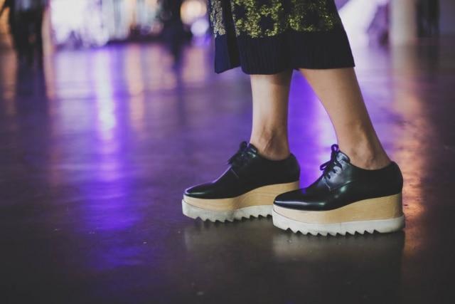 Os sapatos com salto plataforma dominaram os corredores da SPFW. O modelo da foto é Stella McCartney, responsável por lançar a tendência em 2015