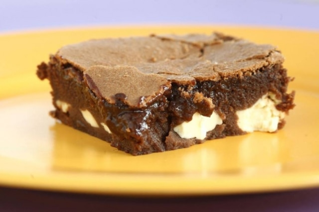 Brownie com cream cheese.