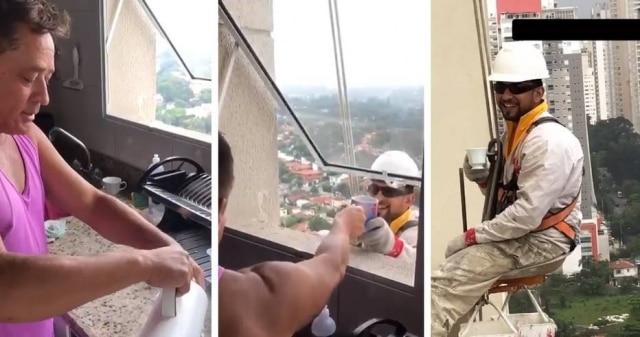 Cantor Leonardo entrega café para trabalhador no 27º andar de seu prédio.