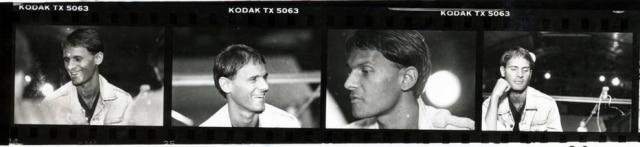 Detalhe docontato fotográficocom imagens da entrevista de Cazuza no Aeroanta, 1988.