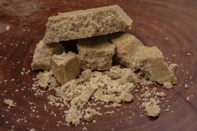 Doce à base de rapadura, farinha de mandioca e gengibre.