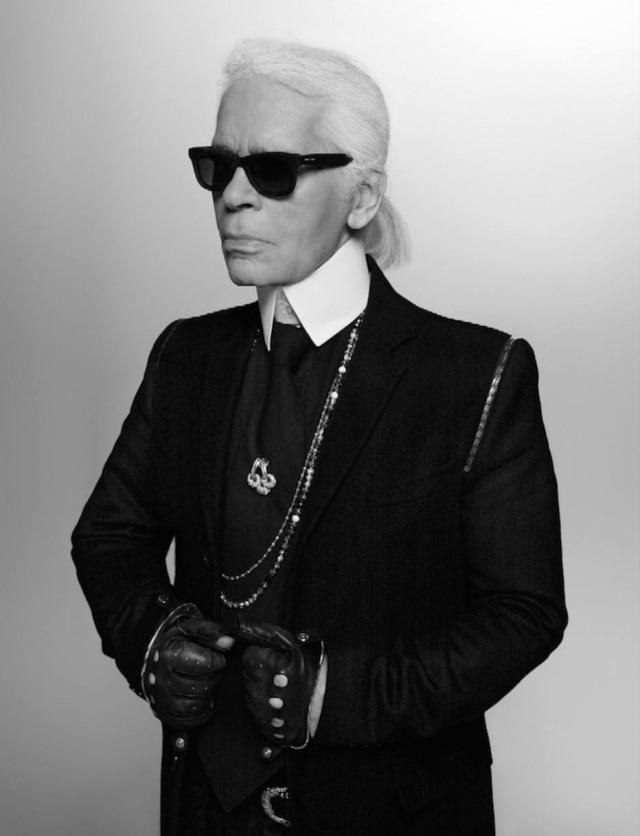 Lagerfeld em autorretrato: além de estilista, ele atua como fotografo, publisher e diretor de arte de campanhas