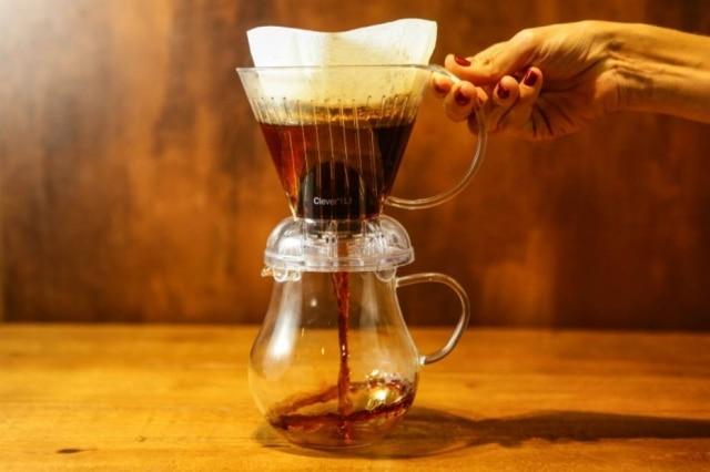 Método Clever para fazer café, que possui filtro de papel