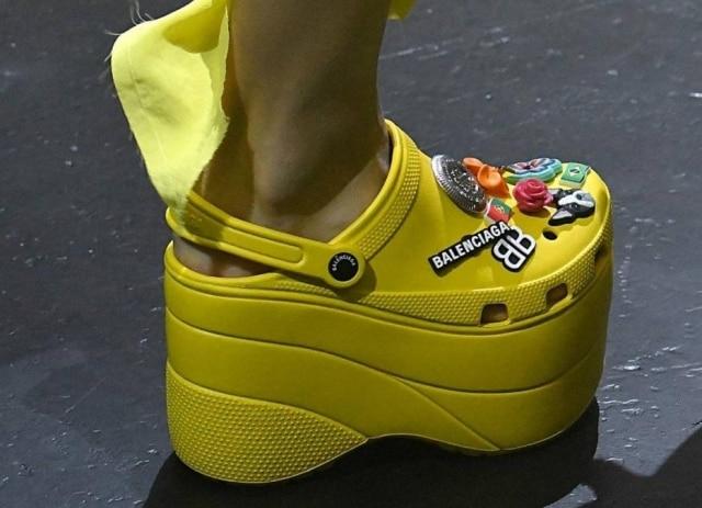 Sapato será vendido nas lojas da Balenciaga