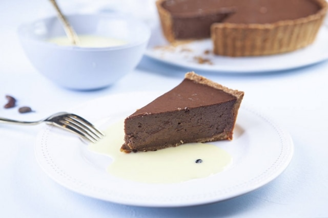 Torta macia de chocolate com creme de imbiriba