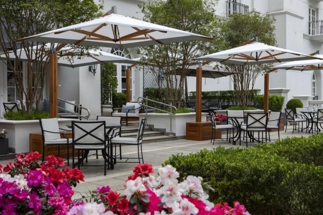 Varanda do hotel Tangará que agora abriga o novo restaurante Pateo do Palácio