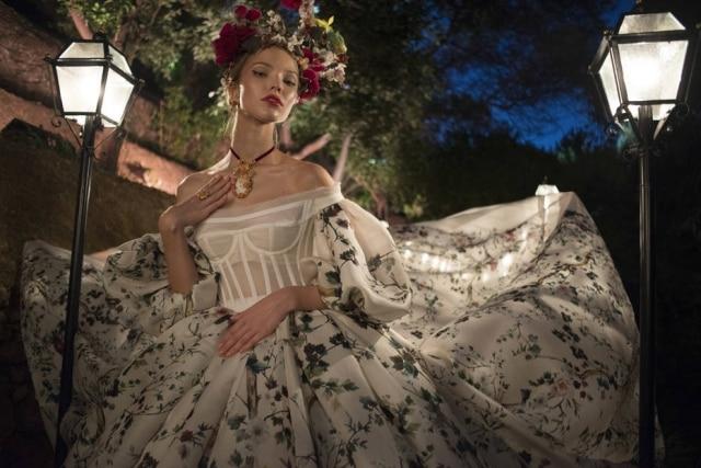 4239fd2f23a91 Inspirada em Sonhos de Uma Noite de Verão, de Shakespeare, Dolce   Gabbana  levou