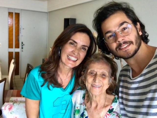 Fátima Bernardes com o namorado Túlio Gadêlha e a avó dele, Nadir, em 2018.