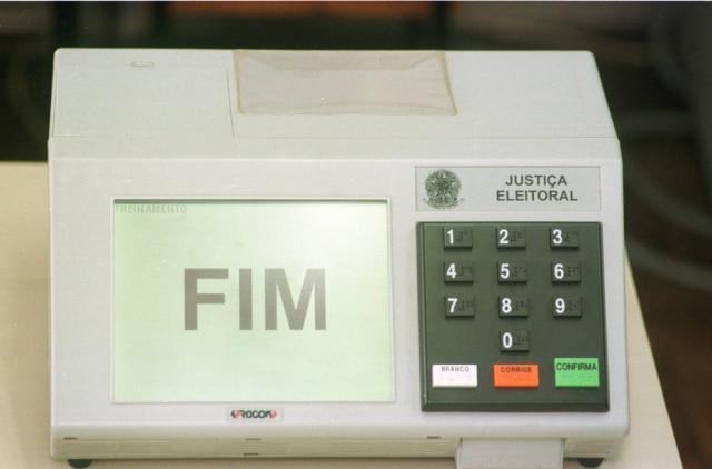 Urna eletrônica usada nas eleições de 2000, São Paulo, SP, 27/9/2000.