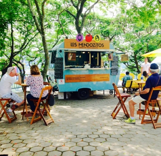 Trailer e bike. Los Mendozitos levam vinhos a praças, praias, shoppings e eventos