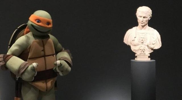 Michelangelo visita exposição de Michelangelo