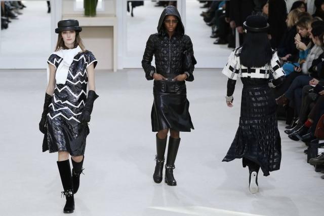 Diferentemente das outras temporadas, a Chanel apresentou sua coleção em cenário minimalista