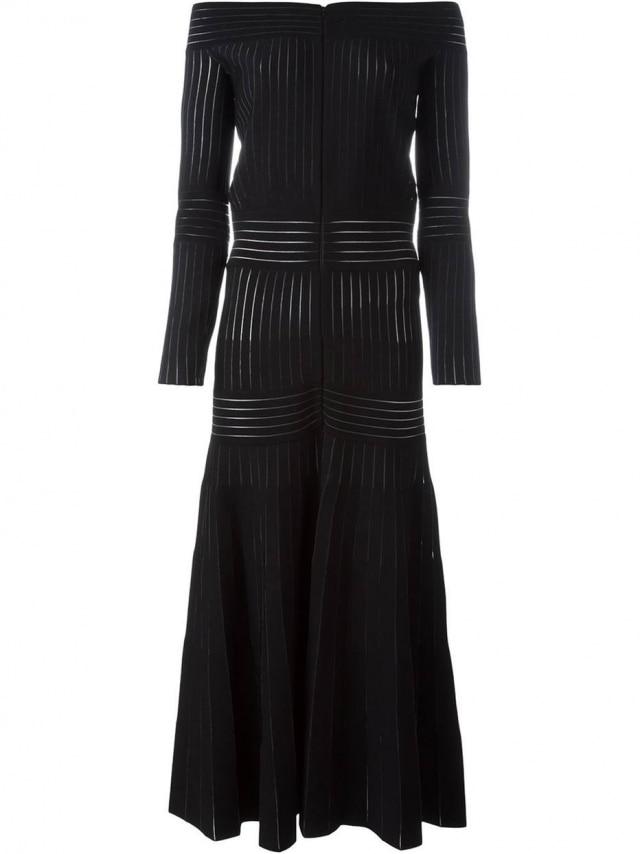O vestido usado pela princesa está disponível no e-commerce Farfetch por R$9.780