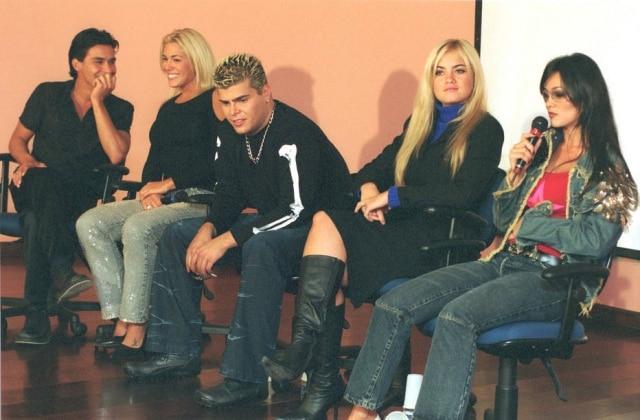 Rafael Vanucci (no centro) ao lado dos colegas de 'Casa dos Artistas 2' (da esquerda para a direita): André Gonçalves, Joana Prado, Ellen Roche eSuzana Alves.