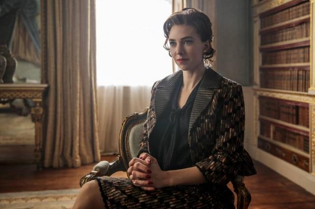 Vanessa Kirby como Margaret em 'The Crown'.