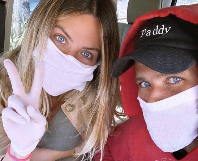 Giovanna Ewbank e Bruno Gagliasso saem do isolamento durante pandemia do novo coronavírus para exames gestacionais.